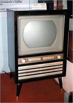 Главным украшением советского праздничного стола был телевизор, и в этой шутке есть только малая доля шутки. Первые телевизоры были именными, и можно было точно узнать что за гражданин приобрел тот ил...