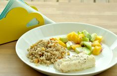 Sunday Bites: Baked Lemon Cod with Mango Salsa Clean Eating Recipes, Healthy Eating, Cod Fish Fillet, Baked Cod, Mango Salsa, Food Categories, Fresh Lemon Juice, Train Hard, Healthy Choices