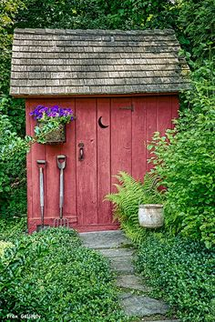 Having a shed in either your back yard or garden is now a popular sight in the majority of today's households. Storing away the kid's bikes and outdoor toys or simply keeping the garden tools safe and dry, a shed is a great storage s Diy Storage Shed Plans, Wood Shed Plans, Diy Shed, Garden Spaces, Garden Pots, Unique Garden, Backyard Sheds, Garden Sheds, Barns Sheds