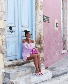 Nina Schwichtenberg from knows how to rock an completely pink outfit. She's wearing an off shoulder shirt/dress, Gucci Marmont chain bag, Quay sunglasses and cute bow mules. Vacation Outfits, New Outfits, Fashion Outfits, Pink Outfits, Everyday Outfits, Everyday Fashion, Casual Outfits, Cuba Outfit, Late Summer Outfits