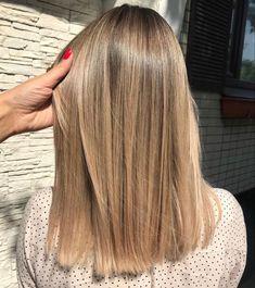 Blonde Hair Looks, Brown Blonde Hair, Medium Hair Styles, Short Hair Styles, Honey Hair, Hair Color Balayage, Gorgeous Hair, Hair Lengths, Dyed Hair