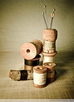 Enjoy these champagne cork repurposing and upcycling ideas, including place card holders, pin cushions, drawer pulls, and more! Sewing Crafts, Diy Crafts, Sewing Tips, Champagne Corks, Wine Cork Crafts, Wooden Spools, Thread Spools, Needle Book, Diy Schmuck