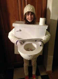 26 DIY Halloween Costumes You Can Create With Cardboard - Amazing Share Costume Adulte Halloween, Carnaval Costume, Hallowen Costume, Diy Halloween Costumes For Kids, Halloween Kostüm, Costume Ideas, Monster Inc Costumes, Robot Costumes, Captain America Halloween