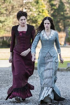 Anna Chancellor as Claire Ives and Eva Green as Vanessa Ives in 'Penny Dreadful' The costumes are designed by Gabriella Pescucci. Penny Dreadful Season 2, Penny Dreadful Tv Series, Eva Green Penny Dreadful, Dorian Gray, Frankenstein, Penny Dreadfull, Vanessa Ives, Provocateur, Gothic Horror