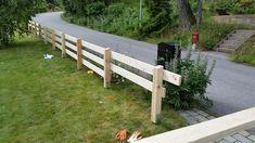Staket. Stolpar 95*95 mm. Brädor 120*34 mm Garden Bridge, Backyard, Diy Crafts, Outdoor Structures, Wood, Outdoor Decor, Green, Design, Fences