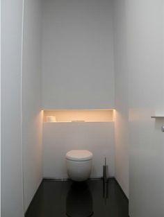 Plafond hoge pivotdeuren B-minus. Chec toiletverlichting ! Mss bovenste blok als wandkast te gebruiken ;)