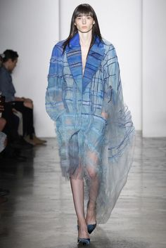 See the complete Parsons MFA Spring 2017 Ready-to-Wear collection. Fashion 2017, New York Fashion, Couture Fashion, Runway Fashion, Spring Fashion, High Fashion, Fashion Show, Fashion Trends, Mode Tartan