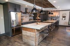beautifull farmhouse kitchen with rustic design