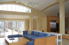 Sahne Porzellan Fliesen Böden Schaffen Ein Einheitliches Aussehen Mit  Dieser Creme Schattiert Zeitgenössische Wohnzimmer