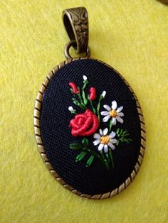 Have Fun with Silk-Ribbon Embroidery - Embroidery Patterns Silk Ribbon Embroidery, Embroidery Jewelry, Hand Embroidery Patterns, Custom Embroidery, Beaded Embroidery, Embroidery Stitches, Embroidery Designs, Embroidery For Beginners, Embroidery Techniques