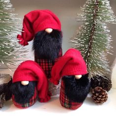 Lumberjack Gnomes Love them! Christmas Gnome, Christmas Deco, Christmas Projects, Christmas Ornaments, Felt Crafts, Holiday Crafts, Scandinavian Gnomes, Craft Fairs, Just In Case