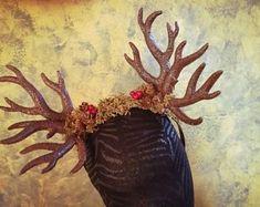 Unconventional headpieces di OnceACrown su Etsy Headpieces, Crowns, Barbie, Painting, Etsy, Beautiful, Art, Art Background, Fascinators