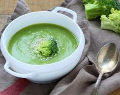 Broccoli soup with sesame is extra delicious and healthy entree. I'm not a big fan of soup, but this one I couldn't resist. Baby Food Recipes, Soup Recipes, Healthy Recipes, Recipies, Broccoli Puree, Fresh Broccoli, Squash Vegetable, Baby Cooking, Thing 1