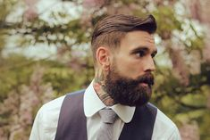 want to try a Hipster beard but bemused? We are pleased to present you the complete Guide for the most popular Hipster Beard Styles To Have In 2019 Hipster Haircuts For Men, Hipster Hairstyles, Slick Hairstyles, Undercut Hairstyles, Hipster Stil, Hipster Looks, Great Beards, Awesome Beards, Mens Undercut Hairstyle