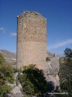 """#Jaén #Bédmar y Garcíez - Torre de Cuadros GPS 37.790200, -3.409344  Foto de Paco Gómez (http://www.panoramio.com/user/375059) El poblamiento de esta zona hunde sus raíces en la prehistoria y ha dejado bellas huellas en sus calles y gentes. Bedmar fue un importante """"castro romano"""", en el que posteriormente se asentaron visigodos y musulmanes. Los orígenes de Bedmar los podemos remontar a la época de los íberos, que después servirá de asiento a los romanos y visigodos."""