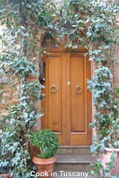 Door of the day     www.cookintuscany.com    #Italy #cooking #school #cookintuscany #tuscany #montefollonico #culinary #montepulciano #class #schools #classes #cookery #cucina #travel #tour #trip #vacation #pienza #florence #siena #cook #tuscan #cortona #pienza #pasta #allinclusive #women #underthetuscansun