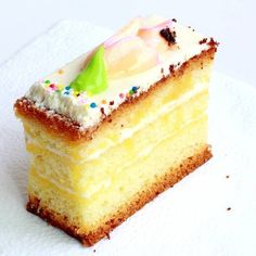Buddy Valastro's Vanilla Cake Recipe – This is a home version of the basic we use at Carlo's. The custard is optional, but really makes the cake unfailingly moist. Cake Boss Recipes, Dessert Recipes, Plain Cake, Cake Flour, Cake Ingredients, Savoury Cake, Cookies Et Biscuits, Cupcake Cakes, Cake Boss Cakes