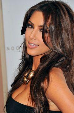 Ever wondered how celebrities like Kim Kardashian always seem to have perfectly … – Symmetrical Face Models Kim Kardashian Hair, Kardashian Style, Kardashian Fashion, Kim K Makeup, Hair Makeup, Flawless Makeup, Perfectly Symmetrical Face, Gorgeous Hair, Gorgeous Makeup