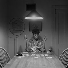 Considered one of the most influential contemporary American artists, over the years Carrie Mae Weems produced incredible works exploring family relationships and cultural identity. Discover the Kitchen Table Series, focused on the female image and women's traditional domain