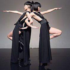 Energetiche guerriere e inseparabili: le danzatrici AyaBambi sono le nuove testimonial di Shiseido. Con il loro ballo ipnotico interpretano la bellezza nipponica. Noi le abbiamo intervistate in esclusiva su Marie Claire di maggio in edicola il 18 aprile insieme a #MC2Bellezza  #AyaBambi #Ultimune #Shiseido #MCBeautyIs #SelfDefenceNow #JapanStyle   via MARIE CLAIRE ITALIA MAGAZINE OFFICIAL INSTAGRAM - Celebrity  Fashion  Haute Couture  Advertising  Culture  Beauty  Editorial Photography…