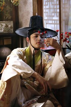 Song Joong Ki -Sungkyunkwan Scandal really love picture/Sungkyunkwan Scandal(Hangul:성균관 스캔들) is a 2010South Koreanfusionhistorical drama about a girl who disguises herself as a boy while attendingSungkyunkwan, theJoseon Dynasty's highest educational institute, where no women were allowed. Directed byKim Won-seokand written by Kim Tae-heebased onJung Eun-gwol's bestselling 2007 novelThe Lives of Sungkyunkwan Confucian Scholars,it stars Park Yoochun,Song Joong-ki,Yoo Ah-in, and…