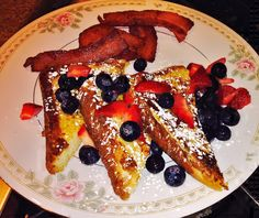 Fruit French Toast  #breakfast #frenchtoast #bedandbreakfast #bnb Breakfast Pictures, French Toast, Fruit, Food, The Fruit, Meals, Yemek, Eten