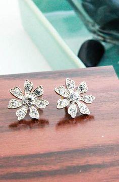 Nina Hydee Flower Stud Earrings #accessories  #jewelry  #earrings  https://www.heeyy.com/suggests/nina-hydee-flower-stud-earrings-antique-silver/