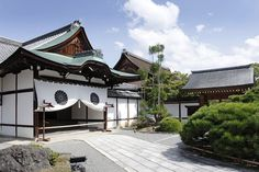 A temple of Arayashima in Kyoto, Japan http://www.photos-du-japon.fr/