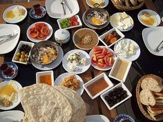 I am usually not a breakfast person unless it is a Turkish breakfast. Very simple, but very rich and delicious. Turkish Breakfast, Best Breakfast, Breakfast Recipes, Breakfast Around The World, Turkish Recipes, Ethnic Recipes, Alanya Turkey, Turkey Holidays, People Eating