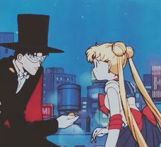 Sailor Moon finds Tuxedo Kamen's locket (first season) Sailor Moon Manga, Sailor Neptune, Sailor Uranus, Sailor Moon Art, Sailor Moon Crystal, Sailor Mars, Sailor Moon Aesthetic, Aesthetic Anime, Princesa Serenity