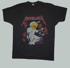 Metallica beschädigt Gerechtigkeit 88-89 Tour Tee. Dieses Tshirt ist also Badass und scheint ungetragen sein. Bildschirm Sterne große Tag gelesen, aber es könnte ein Medium passen. (siehe unten am Prüfplatz). Die Grafik ist klar und perfekt, aber etwas dunkel, die nur es, dass macht viel mehr Metall. Große Passform, tolle Band.    Die Messungen sind wie folgt:    Grube-Grube: 20     Kragen jnen zurück: 27,5