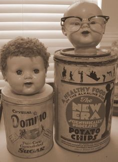 fun with doll heads - my overactive imagination says this could be the source of a college horror film.the new Chucky Doll Head, Doll Face, Creepy Baby Dolls, Halloween Doll, Creepy Halloween, Deco Originale, Found Object Art, Junk Art, Doll Parts