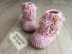 Beautiful and fashionable furrylicious loop booties for a baby girl. Absolutely perfect for the cold winter months and a perfect addition to an adorable outfit like little leggings, jeggings, or tights! The boot opens up on the side for easy placement and removal and it is then secured with three buttons. Made with a soft blend of wool and acrylic baby yarn. Youre welcome to choose your own colors if youd like. They make a lovely gift for baby shower, pregnancy announcement or pregnancy…