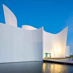 Curled white concrete walls and a water-filled courtyard frame this museum of Baroque art and culture in Mexico by Japanese architect Toyo Ito. See a full set of images on http://ift.tt/1rmZgaf #architecture #Mexico #ToyoIto #museum by dezeen