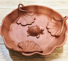 Large Birdbath coming soon! Ceramic Turtle, Ceramic Birds, Ceramics Projects, Clay Projects, Ceramics Ideas, Pottery Gifts, Handmade Pottery, Pottery Designs, Pottery Ideas