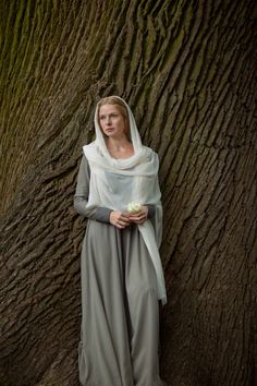 Rebecca Ferguson as Elizabeth Woodville in The White Queen The White Princess, White Queen, Queen Queen, Biblical Costumes, Costumes For Women, Nativity Costumes, Elizabeth Woodville, Rebecca Ferguson, Actrices Hollywood