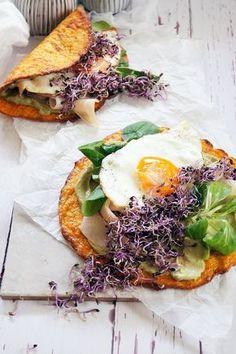 Készítsd extra alacsony szénhidrát tartalmú tortillalapot, sárgarépából...  kend meg avokádókrémmel, pakold tele mindenféle földi jóval...  és már kész is a szuper reggeli (vaagy vacsora)        A lepényhez: (3 darabhoz)  20 dkg sárgarépa1,5 dl víz2 tojás3 evőkanál zabpehelyliszt8 dkg trappista…