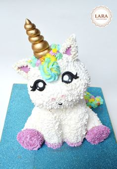 3D Unicorn Cake, decorated with buttercream and details made of fondant.
