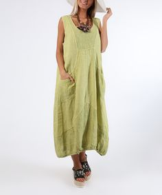 Pockets bring a convenient touch to this relaxed dress crafted from a durable and pill-resistant linen fabric and featuring a sleeveless silhouette.