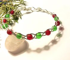 Silver Braided Christmas Bracelet with Red & Green Glass Beads - Jewelry creation by LolaJ Glass Jewelry, Wire Jewelry, Glass Beads, Bracelet Making, Jewelry Making, Red Green, Braids, Jewels, Bracelets
