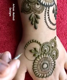 Henna Tattoo Designs Simple, Rose Mehndi Designs, Latest Bridal Mehndi Designs, Back Hand Mehndi Designs, Finger Henna Designs, Full Hand Mehndi Designs, Stylish Mehndi Designs, Mehndi Designs For Beginners, Dulhan Mehndi Designs
