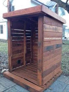 My next big project! Pallet bus stop shelter to keep the kids dry waiting for the bus. Wood Storage Sheds, Storage Shed Plans, Wood Shed, Built In Storage, Storage Ideas, Pallet Shelter Ideas, Shed Plans 8x10, Pallet Kids, Shed Builders