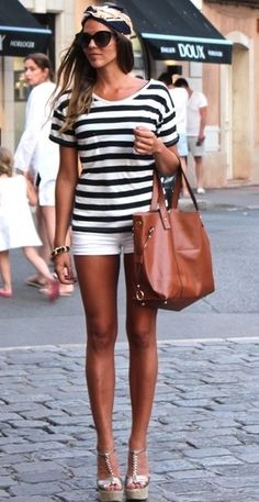 Love the striped shirt! And the bag!!! =