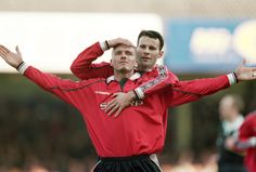 David Beckham celebrates scoring for United in their victory against Leicester at Filbert Street with team-mate Ryan Giggs in 2000 Manchester United Images, Manchester United Football, Atlanta United Fc, Barcelona Soccer, Fc Barcelona, Alex Morgan Soccer, Cristiano Ronaldo Lionel Messi, Sir Alex Ferguson, Premier League Champions