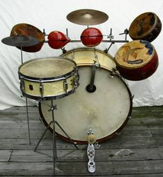 The Drum Kits that Set the Beat for Swing Bands: Slingerland Radio Kings Vintage Drums, Vintage Guitars, Guitar Musical Instrument, Musical Instruments, Ludwig Drums, Pearl Drums, Drums Art, Drum Heads, Music Machine