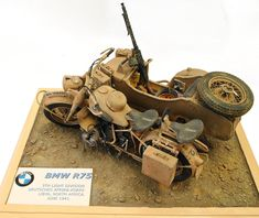 BMW with sidecar Motorcycle Model Kits, Ural Motorcycle, Luftwaffe, Miniatur Motor, Bmw R75, Trump Models, Tactical Truck, Model Shop, Model Hobbies