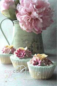 beautiful cupcakes by aromanenko