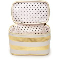 Traveling with all your cosmetics has never been easier! This travel cosmetic case is roomy enough for all your essentials (makeup brushes, compacts, toiletries...