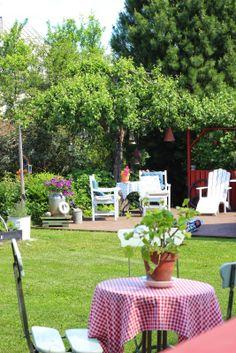 Pikkutalon puutarhassa