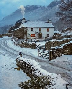 winterbastelnkinder winterfotografie wintermountains winterrecipes winteranimals winterflowers winterposter wintermakeup lakedistrict wintercouple wintercoffee winterhouse winterboots winterdeko cotswoldsYew Tree Farm near Coniston in the Lake District Lake District, Oh Paris, English Cottage Style, English Cottages, English Village, Beautiful Places, Beautiful Pictures, Georgia, Winter Scenery